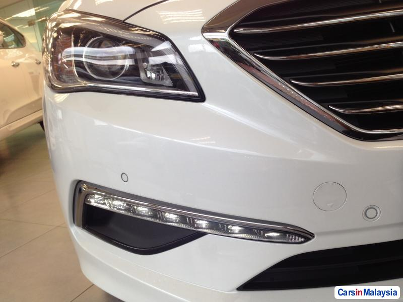 Hyundai Sonata Automatic - image 11