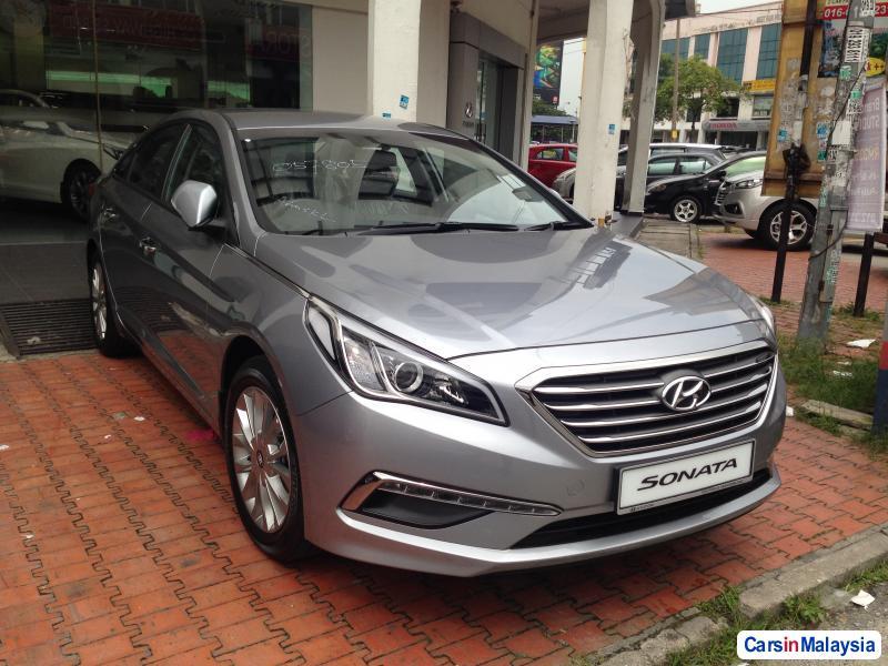 Hyundai Sonata Automatic - image 9