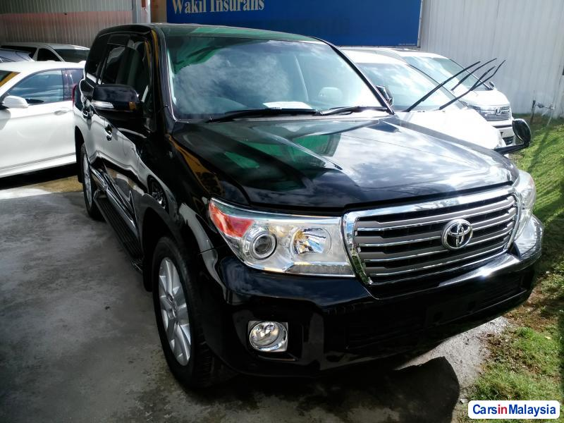 Pictures of Toyota Land Cruiser Semi-Automatic
