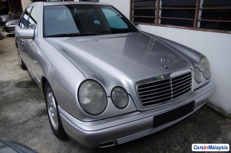 Mercedes Benz E240 Automatic 1998
