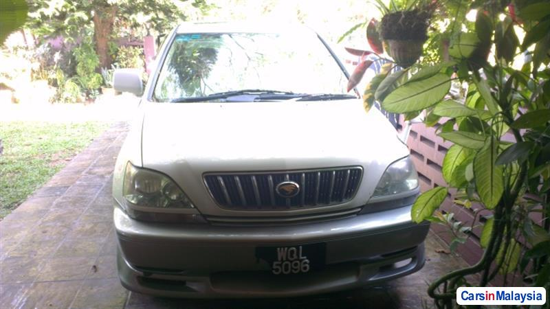 Picture of Toyota Harrier 2002