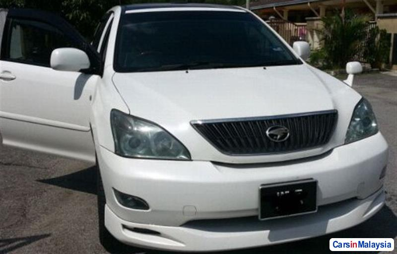 Picture of Toyota Harrier 2004