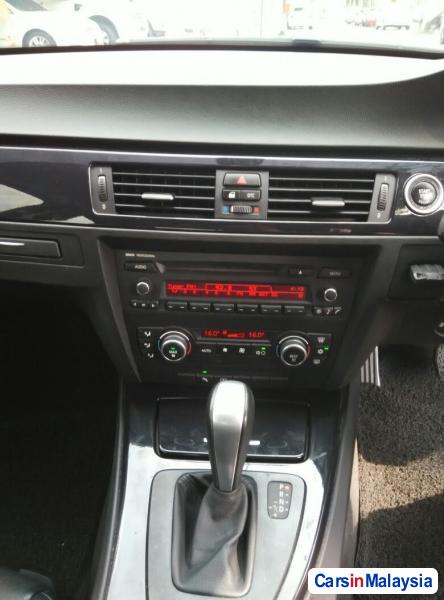 BMW 3 Series Automatic 2009 - image 11