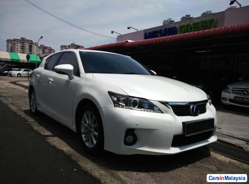 Pictures of Lexus CT Automatic 2013