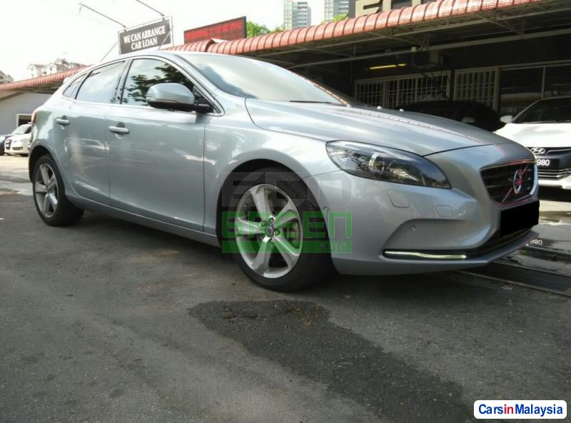 Pictures of Volvo V40 Automatic 2013