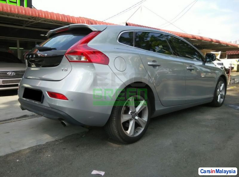 Volvo V40 Automatic 2013 in Penang