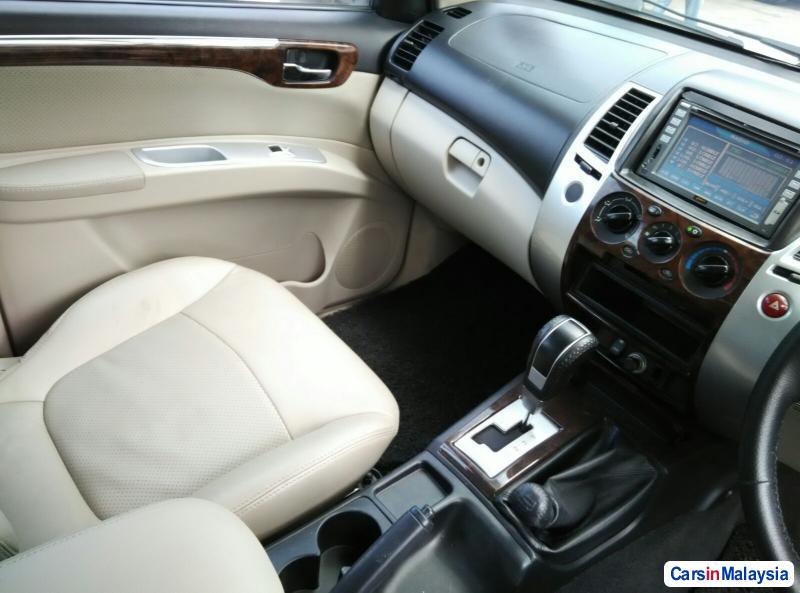 Mitsubishi Pajero Automatic 2009 - image 9