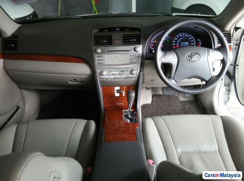 Toyota Camry Automatic 2010 - image 9