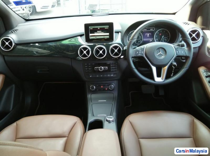 Mercedes Benz B200 Automatic 2014 - image 10