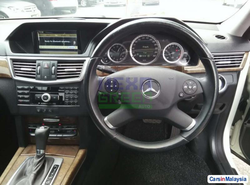 Mercedes Benz E200 Automatic 2010 - image 10