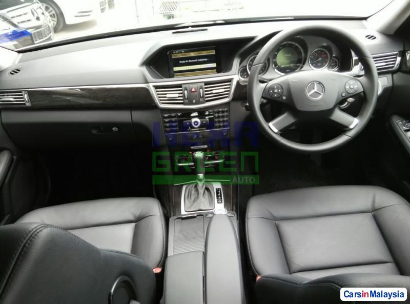 Mercedes Benz E200 Automatic 2009 - image 10