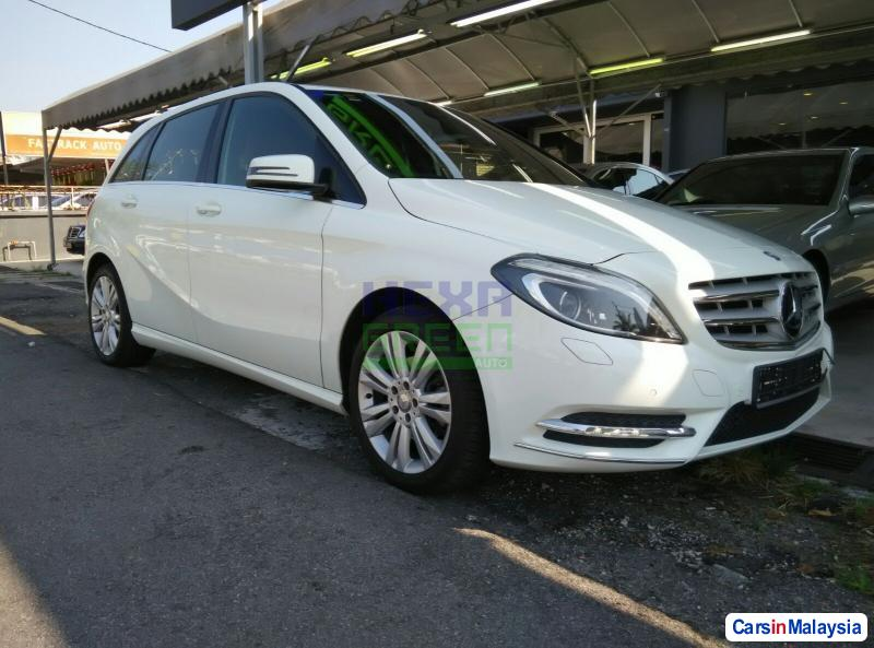 Pictures of Mercedes Benz 200 Automatic 2013