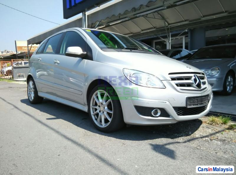 Picture of Mercedes Benz 190 Automatic 2010