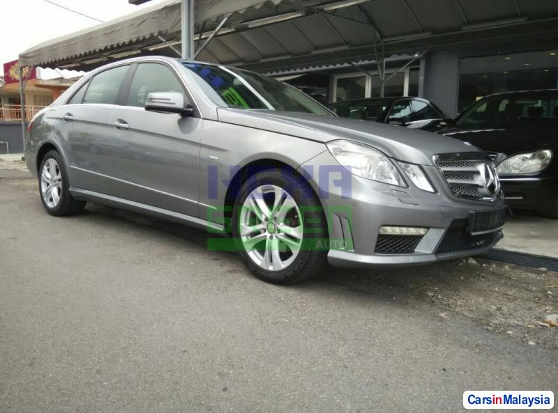 Pictures of Mercedes Benz E200 Automatic 2009