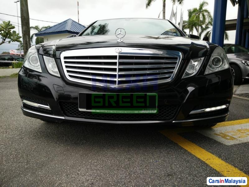 Mercedes Benz E200 CGI Automatic 2012 - image 2