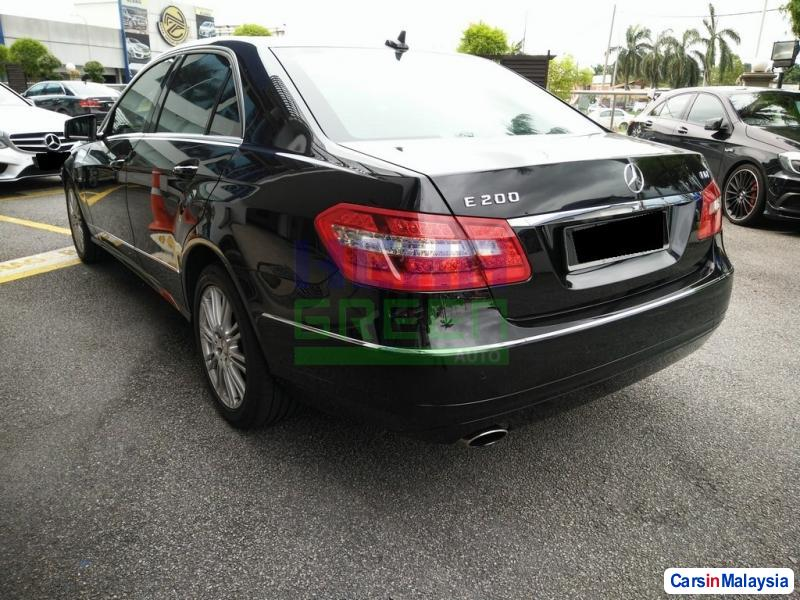 Mercedes Benz E200 CGI Automatic 2012 - image 3