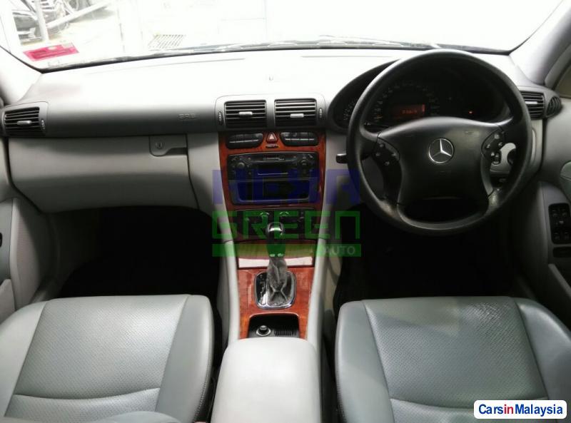 Mercedes Benz C-Class Semi-Automatic 2003 in Malaysia