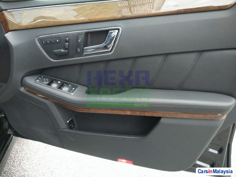 Mercedes Benz E200 CGI Automatic 2012 - image 5