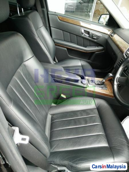 Mercedes Benz E200 CGI Automatic 2012 - image 6