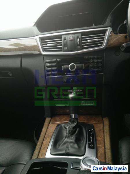 Mercedes Benz E200 CGI Automatic 2012 - image 8