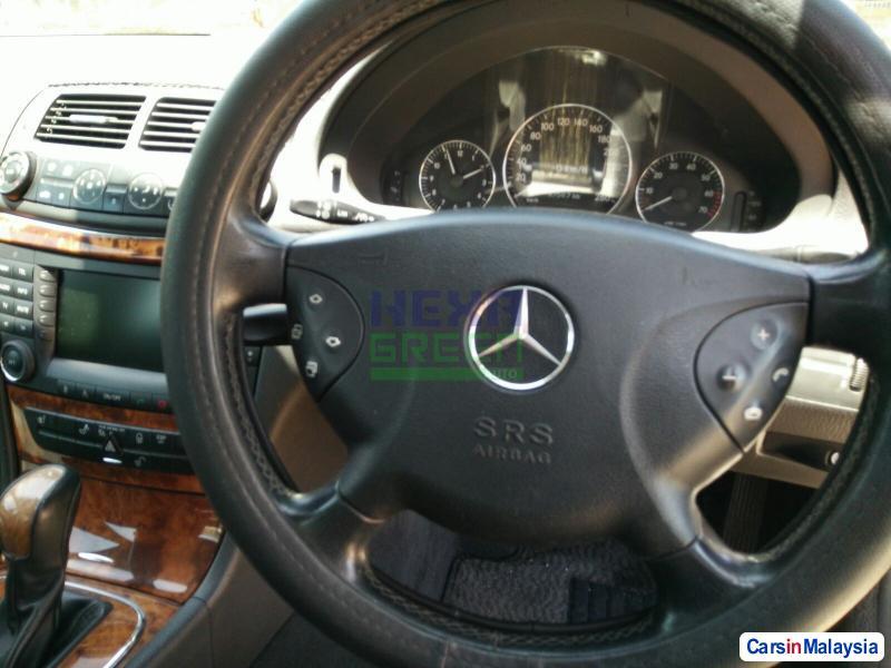 Mercedes Benz E240 Automatic 2005 - image 9