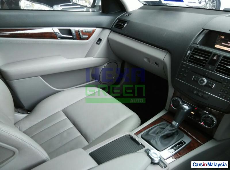 Mercedes Benz C-Class 2008 - image 9