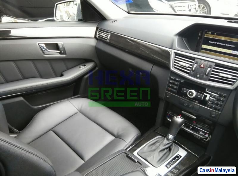 Mercedes Benz E200 Automatic 2009 - image 9