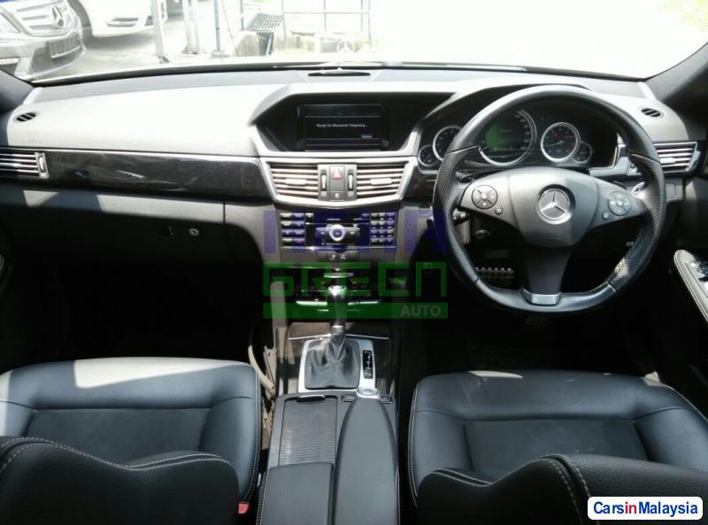 Mercedes Benz E250 Automatic 2010 - image 9