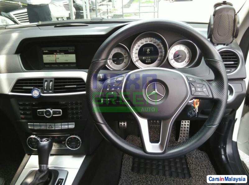 Mercedes Benz C-Class Automatic 2014 - image 9