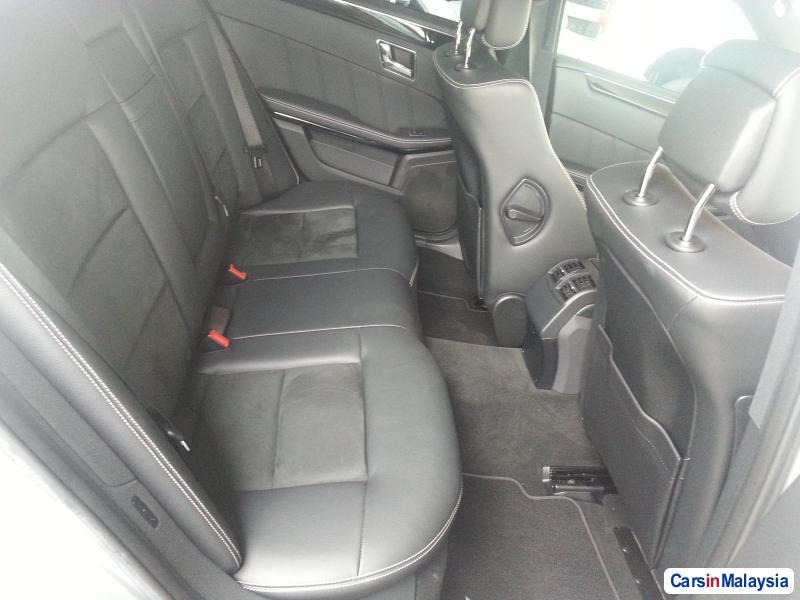Mercedes Benz E250 Semi-Automatic 2010 - image 6