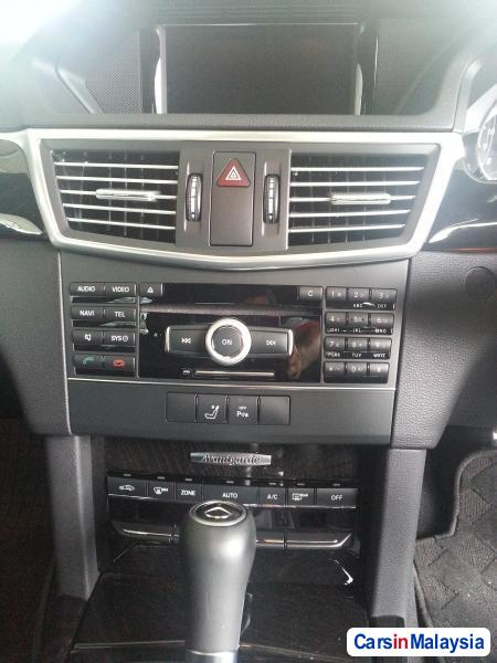 Mercedes Benz E250 Semi-Automatic 2010 - image 9