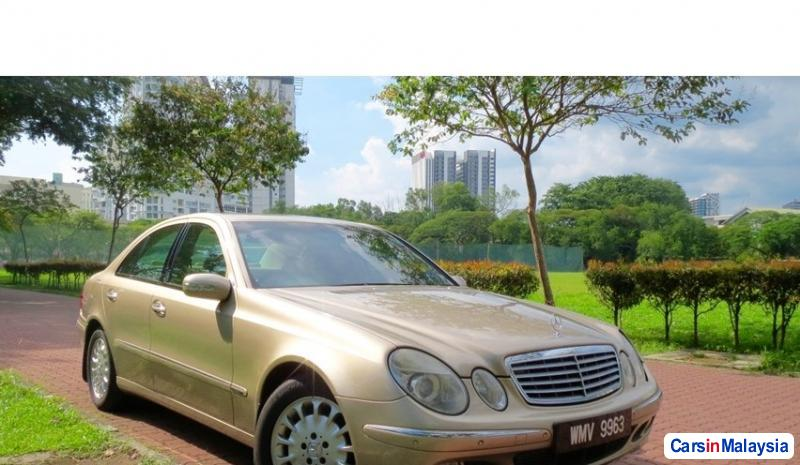 Pictures of Mercedes Benz E200