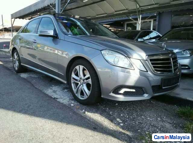 Picture of Mercedes Benz 300D Automatic 2010