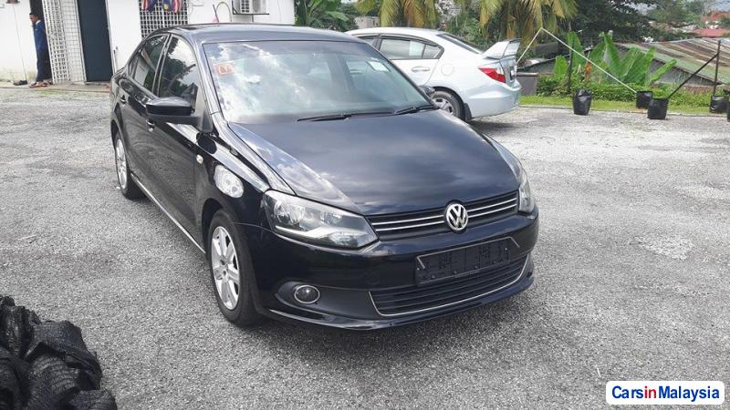 Volkswagen Polo Automatic 2013 - image 4
