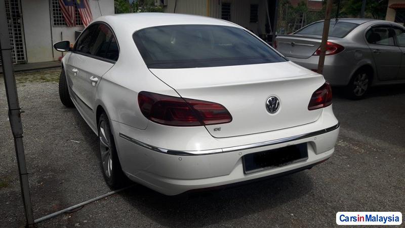 Volkswagen Passat Automatic - image 4