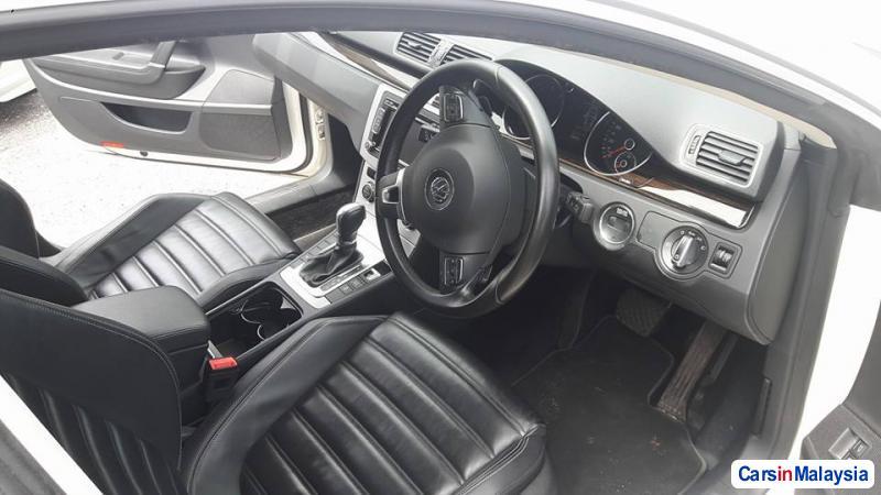 Volkswagen Passat Automatic - image 7