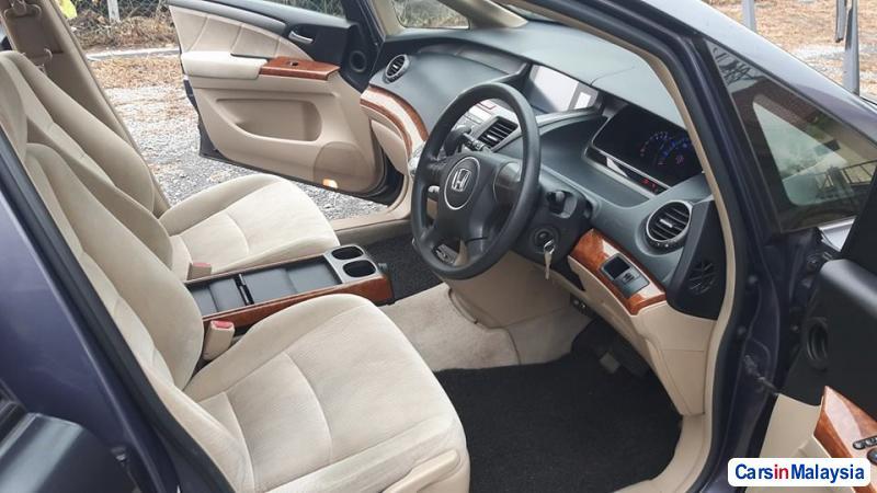 Honda Odyssey Automatic 2010 - image 9