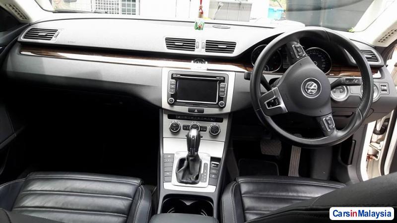 Volkswagen Passat Automatic - image 9