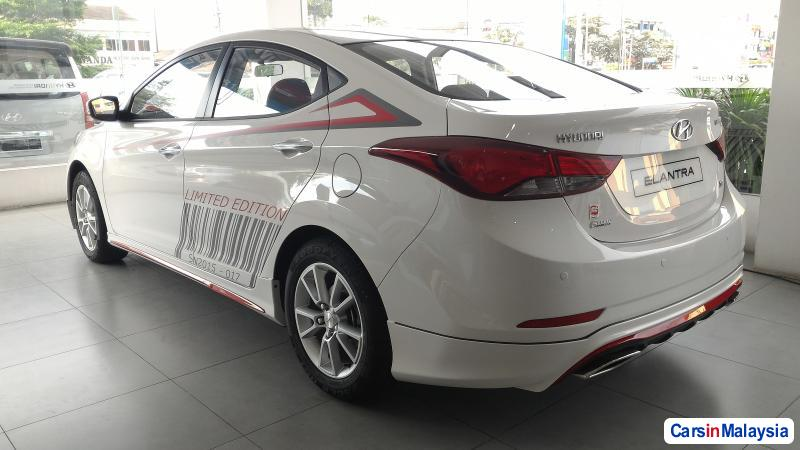 Hyundai Elantra Semi-Automatic
