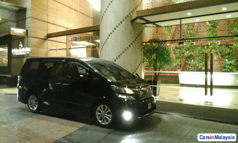 Picture of Toyota Vellfire Automatic 2011