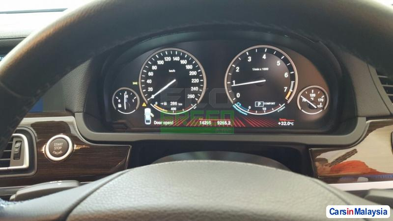 BMW 7 Series Automatic 2012 - image 10