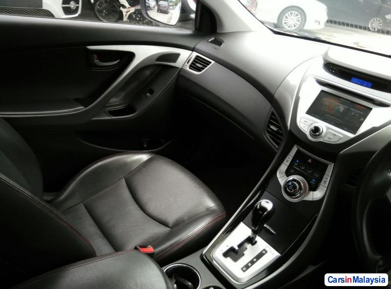Hyundai Elantra Automatic 2012 - image 11