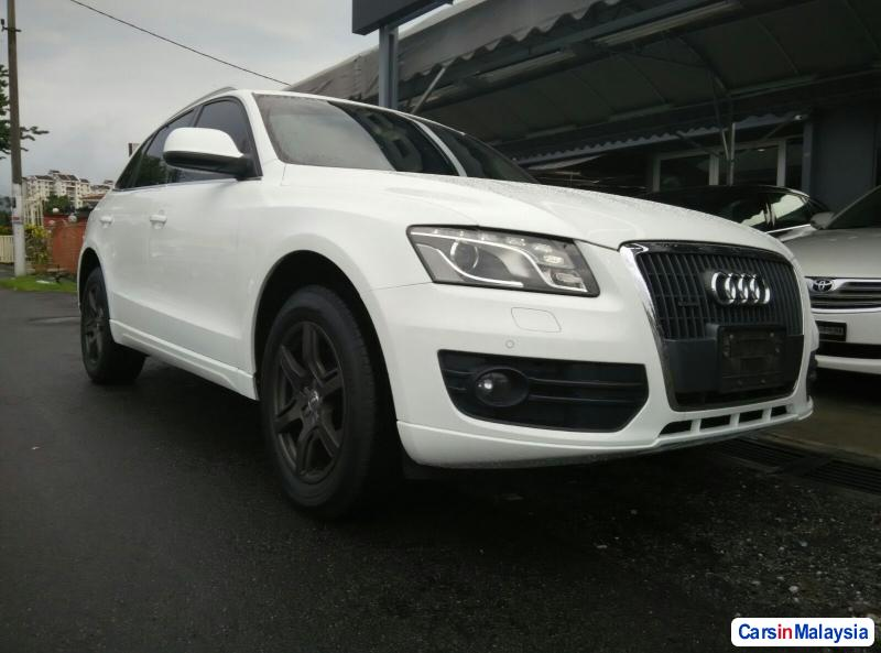 Picture of Audi Q5 Automatic 2010