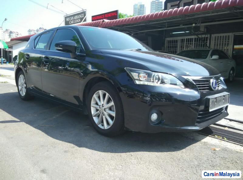 Picture of Lexus CT Automatic 2011