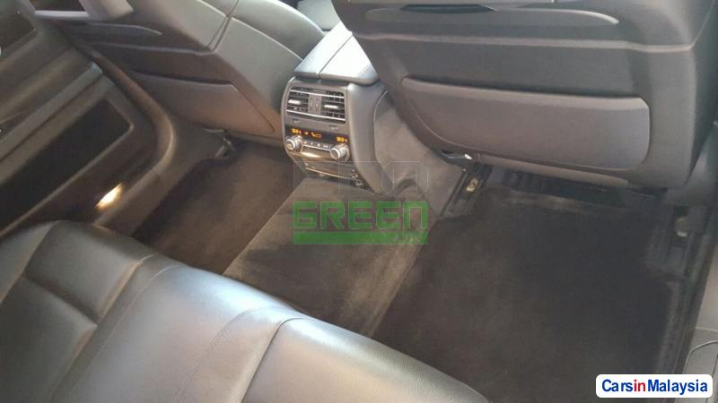 BMW 7 Series Automatic 2012 - image 9