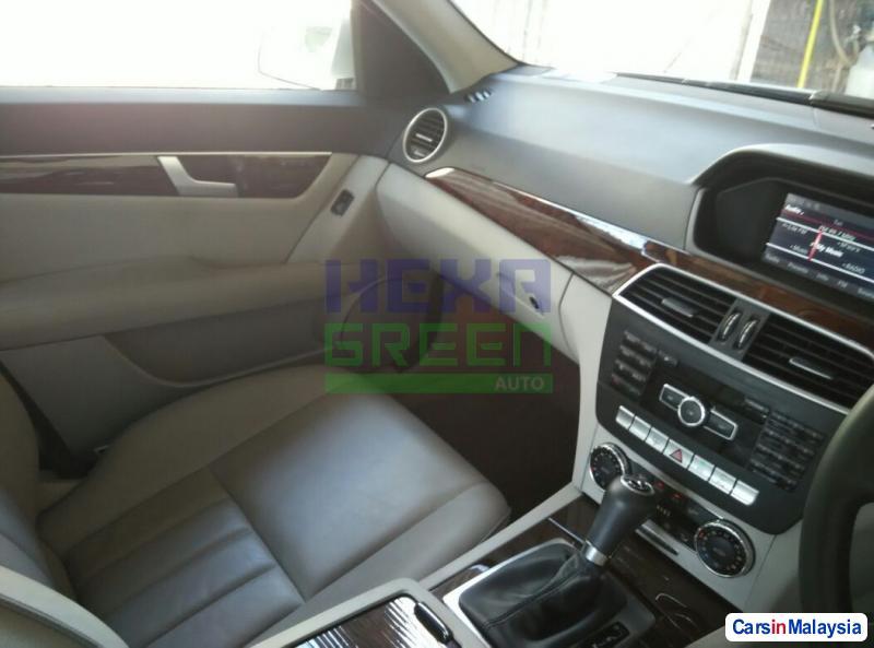 Mercedes Benz C-Class Automatic 2013 - image 10