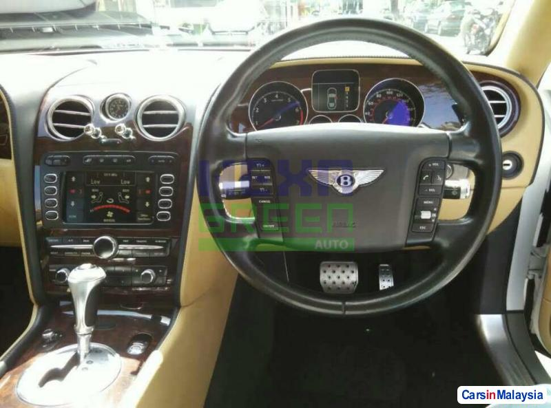 Bentley Flying Spur Automatic 2006 - image 10