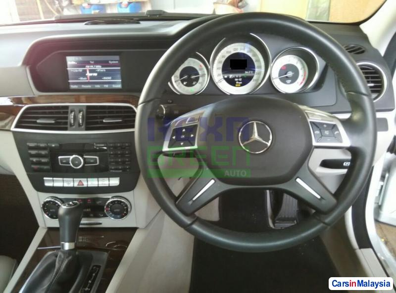 Mercedes Benz C-Class Automatic 2013 - image 11