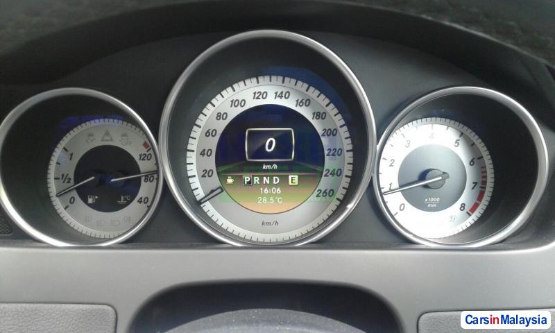 Mercedes Benz C-Class Automatic 2012 - image 11