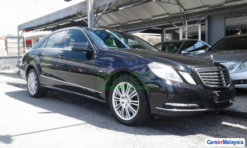 Pictures of Mercedes Benz E200 CGI Automatic 2011